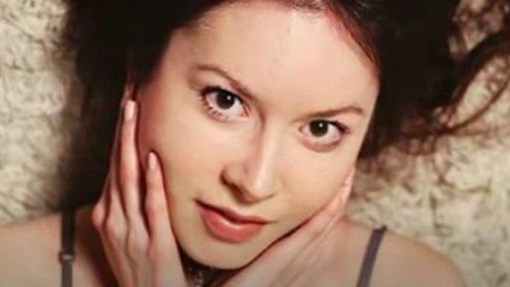 KRKAVČÍ MATKA: Svoji 27letou dceru nacpala do kufru a hodila ji do moře!