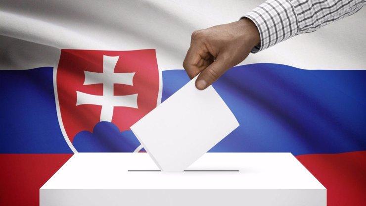 Úmrtí během slovenských voleb: Členka komise se nevrátila z WC, důchodce zemřel před urnou