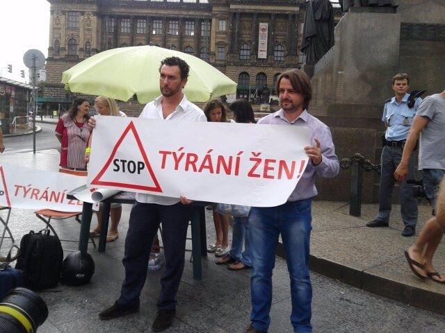 VÍME PRVNÍ: Rychtářovi přišla domů faktura za ošetření Ivety v Rakousku, vyzývá Macuru k zaplacení