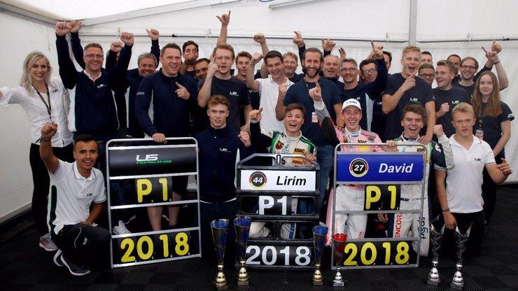 Dokonalá paráda! Spolupráce Charouze a Schumachera přinesla tři tituly!