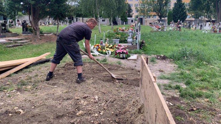 Pohřeb Marečkova tyrana exkluzivně: Tady zakopali bestiálního vraha Josefa Kuču