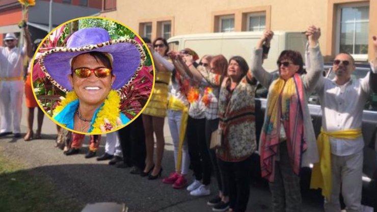 DOJEMNÉ VIDEO karnevalu pro Nekonečného: Aloha, Dane, volala jeho zdrcená životní láska