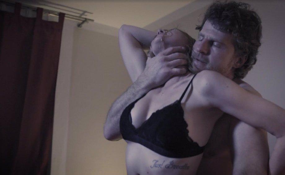 FOTO JAKO DŮKAZ: Známý herec Petr Batěk si v nevěstinci užíval služby prostitutky
