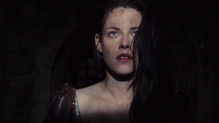 Sněhurka a lovec: Kristen Stewart se z pohledné princezny změnila v podivnou rebelku