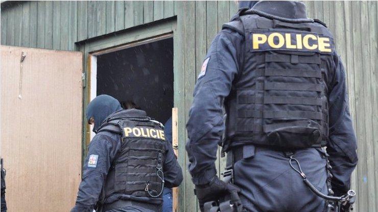 Muž na Děčínsku najel do skupinky 6 lidí: Bylo to naschvál, v krvi měl alkohol i drogy