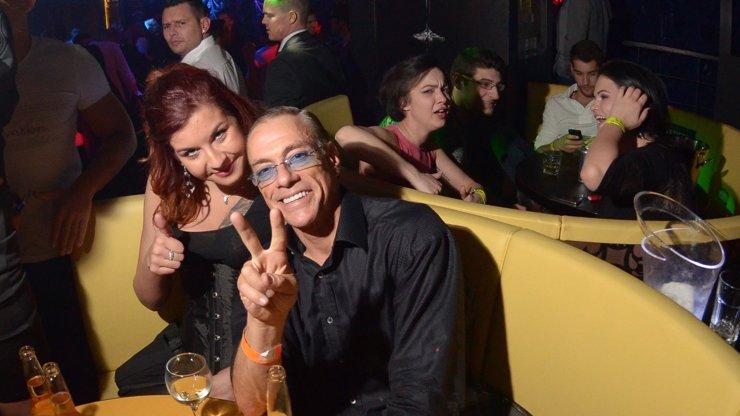 Van Damme je tajně v Praze! Zlatokopky se kvůli legendě topornosti málem popraly! Která nakonec dostala noční kurz karate?