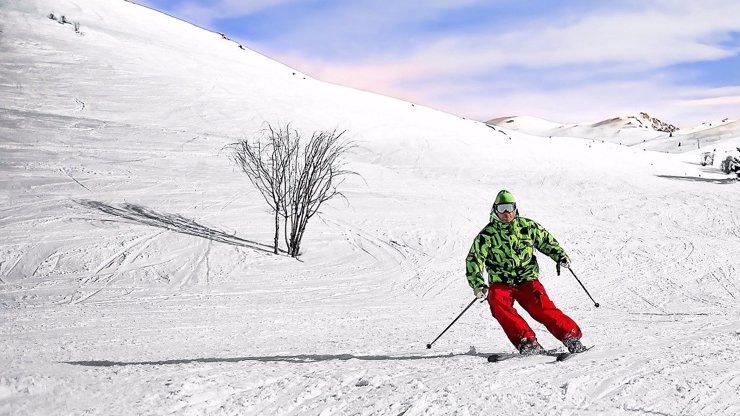 Prošívané kabáty, sportovní péřovky a barevné doplňky. Co frčí tuto zimu?