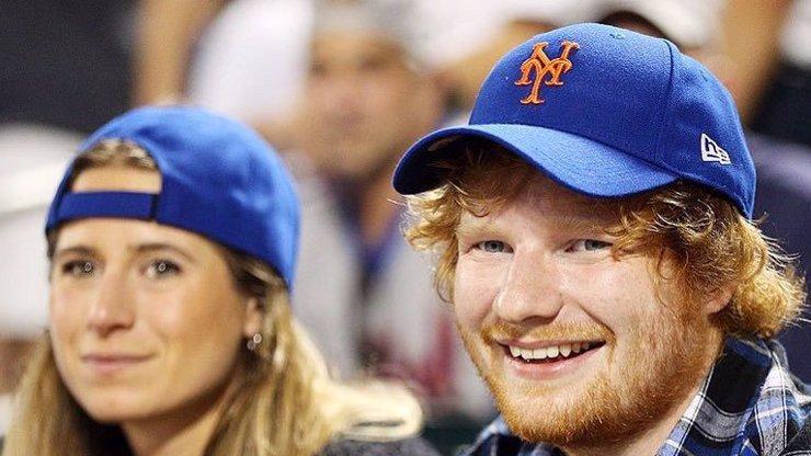 Ed Sheeran bude otcem: Těhotenství tajili s manželkou dlouho. Cherry Seaborn porodí už na konci léta