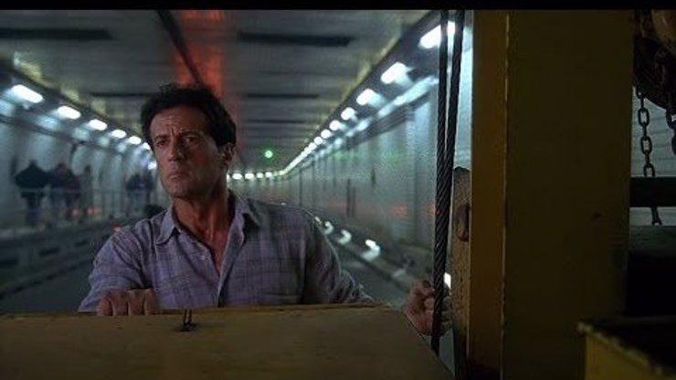Můžeme si všichni oddychnout: Sylvester Stallone zachraňuje náš vytunelovaný tunel Blanka!