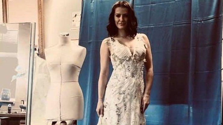 Na pódia se vrátí jako princezna: Šárka Vaňková ukázala šaty, ve kterých zazpívá