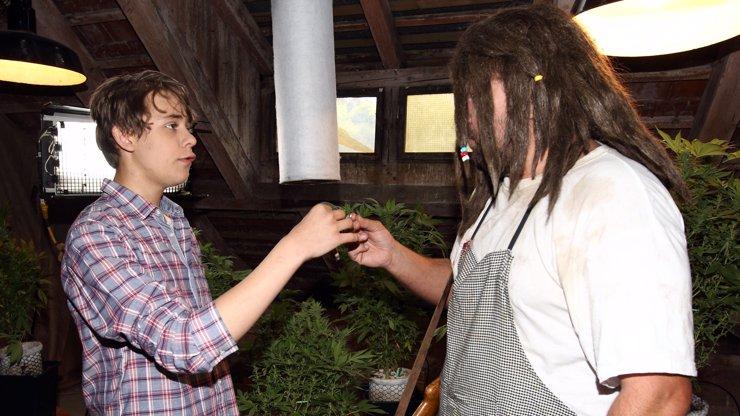Syn Veroniky Žilkové Vincent v marihuanovém rauši: Poznáte, které celebritě s dready podává veselou cigaretku?