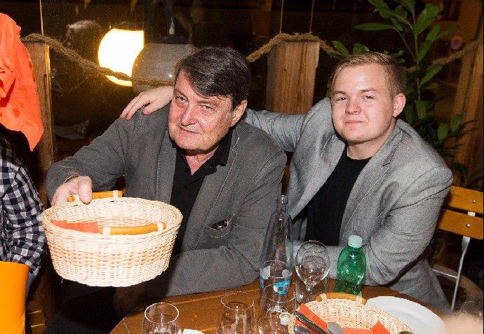 Artur Štaidl oslavil 25 let: Do společnosti vyrazil se svou krásnou přítelkyní