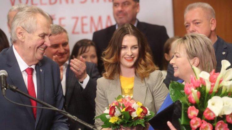 Miloš Zeman obhájil pohřeb, řekl moderátor v přímém přenosu na ČT!