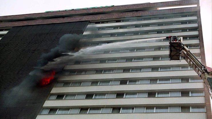 Strašlivý požár v hotelu Olympik: V ohnivém pekle před 25 lety zemřelo 8 lidí