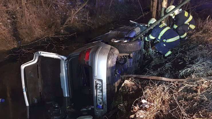 Tragická smrt 4 mladých lidí: Týden před Vánoci se zabili v autě!