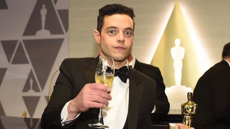 Neustál to: Rami Malek dostal Oscara, vzápětí se zřítil z pódia a musel zasahovat lékař!