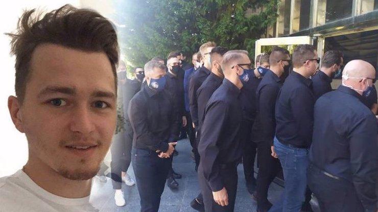 Rodina a přátelé se rozloučili s hokejistou Buchtelou (†20): Usedavý pláč přítomných byl slyšet až ven