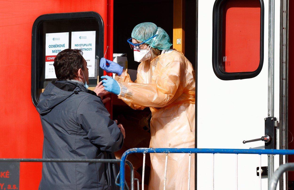Vakcína proti koronaviru za dveřmi: Kdo bude mezi mezi prvními očkovanými