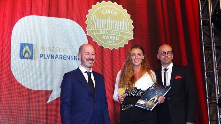 Celosvětový úspěch české firmy: Pražská plynárenská získala znovu ocenění Superbrands Business Award