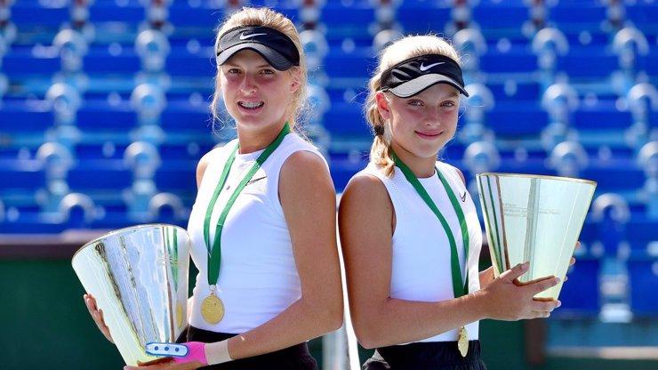 Český tenis má novou hvězdu: Brenda Fruhvirtová (13) ovládla turnaj jako 2. nejmladší v historii