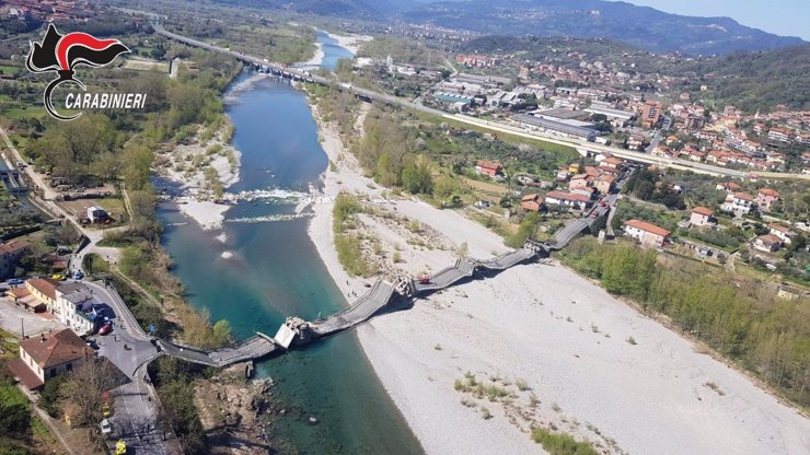 V Itálii se zřítil silniční most mezi Janovem a Florencií. Tragédii zabránil koronavirus