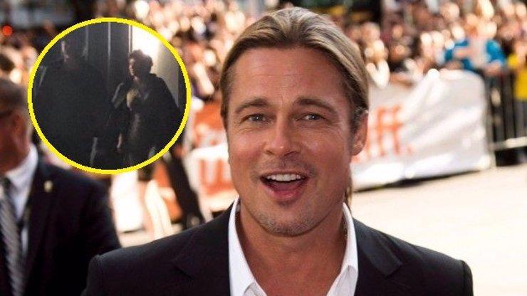 Brad Pitt si novou přítelkyni rozmazluje: S Alií Shawkat je přistihli při romantice