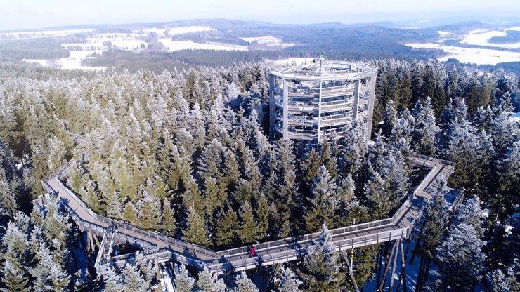Oblíbená Stezka korunami stromů byla uzavřena: Lidé otevřený areál udali na policii
