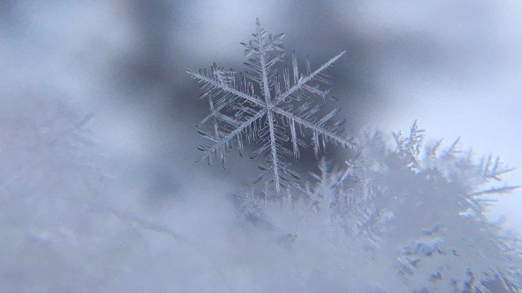 Víkendová předpověď počasí: Žene se k nám vítr a sníh, teploty spadnou na 5 stupňů