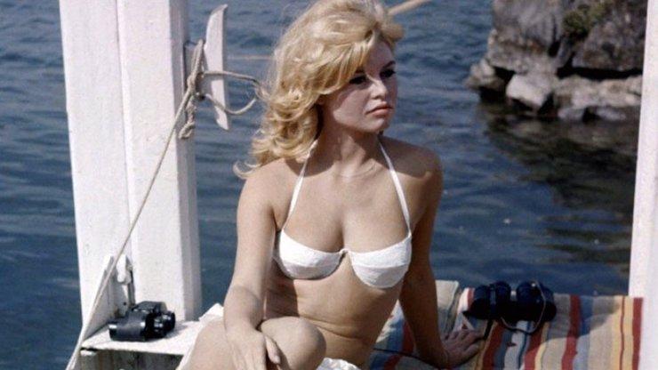 Bikiny, které proslavila Brigitte Bardot, slaví 74 let od vzniku: Jaké celebrity si je oblíbily
