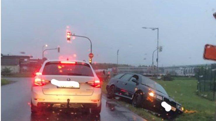 K autonehodě přišel pomoci jen jediný člověk: Za hodinu tam projely stovky aut