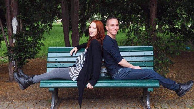 Manželka šéfa Pirátů Ivana Bartoše se krásně zakulacuje: Lydii to s bříškem náramně sluší