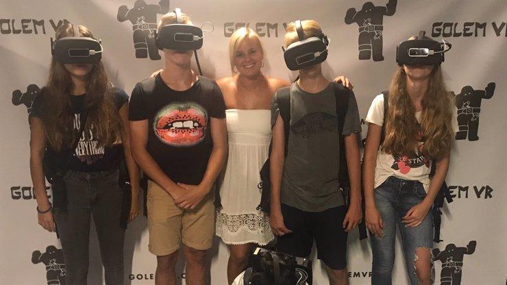 Patricie Solaříková si s dětmi z dětského domova zkusila virtuální realitu