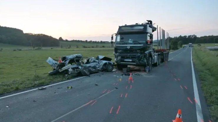 Šílená jízda řidiče BMW na Jesenicku: Mladý muž nezvládl zatáčku, stálo ho to život
