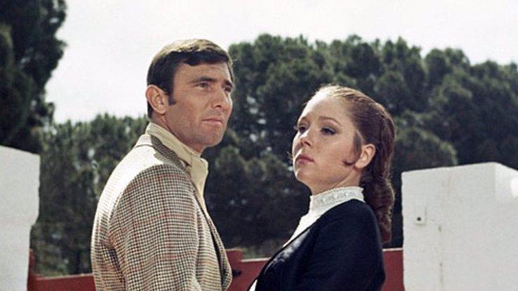 Zemřela jediná bondgirl, která si vzala agenta 007: Diana Rigg také zazářila v seriálu Hra o trůny