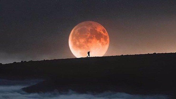 DRAMATICKÉ ZROZENÍ: Podle astronomů stvořila Měsíc tajemná Theia!