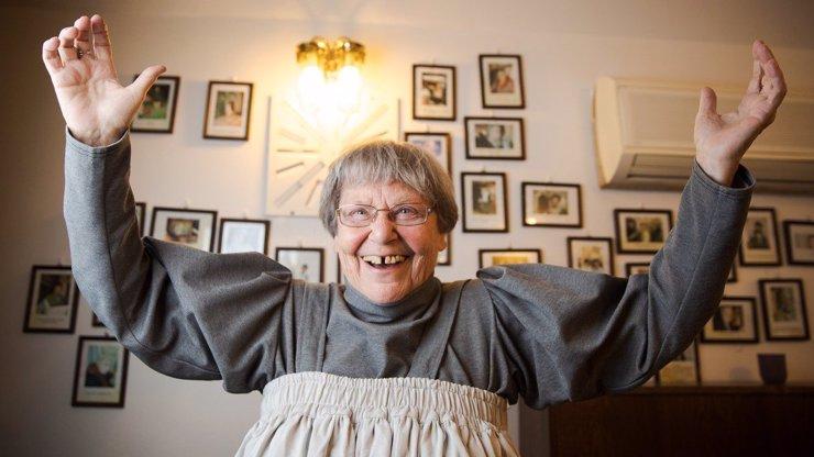 Babička z Kolji Lilian Malkina slaví 82 let: Užívá si život plnými doušky a točí novou komedii