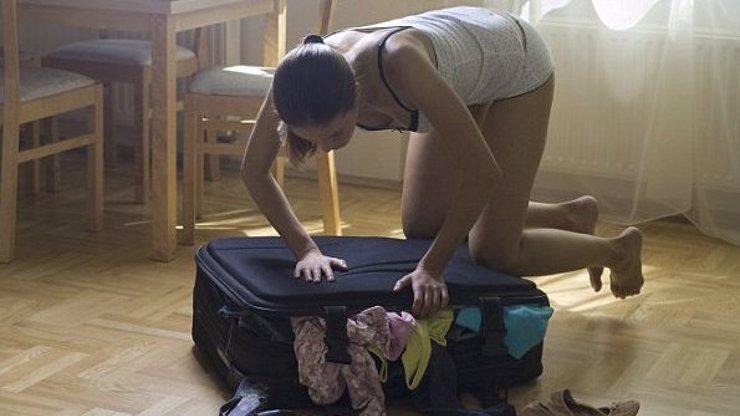 Konec zbytečného balení kufrů: Ženy použijí jen třetinu z toho, co si berou na cesty!
