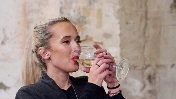 Je pokrytecká? Tamara Klusová podle lidí káže vodu a pije víno!