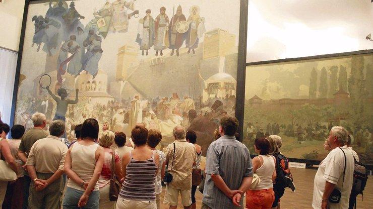 Tahanice o Slovanskou epopej: Může být dočasně vystavena v centru Prahy
