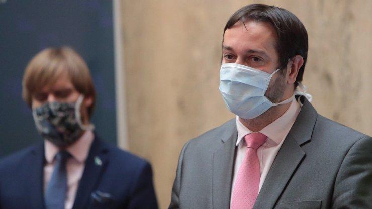 Epidemiolog Rastislav Maďar: Tvrdší lockdown je nejrychlejší cesta z tunelu