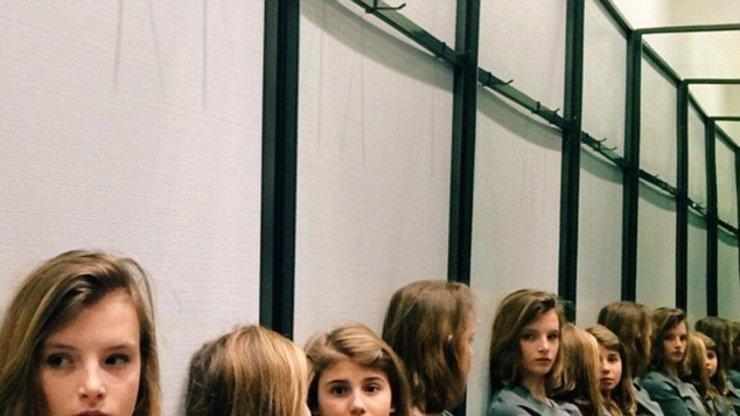 Další internetová megahádanka: Kolik děvčat vidíte na fotce?