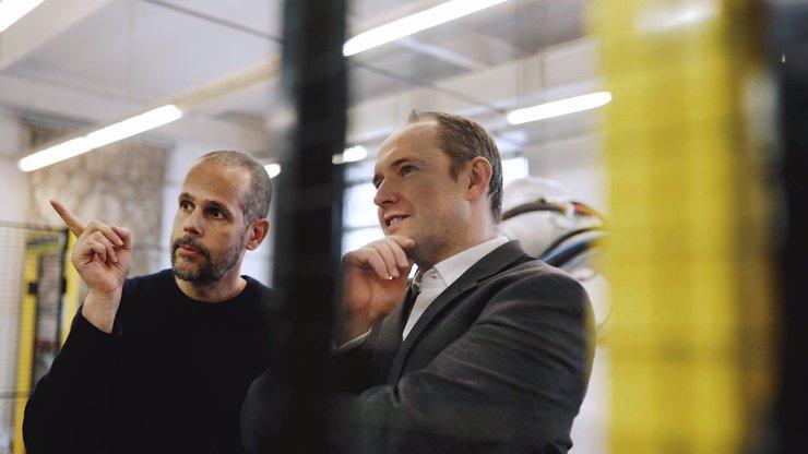 Federico Díaz s robotem ABB proměnil výdech z tunelu Blanka v umělecké dílo