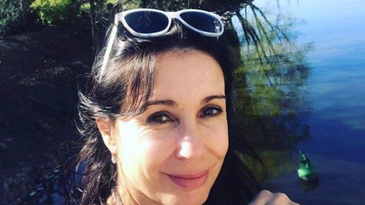 Nela Boudová si zakryla nahý klín rouškou: Fanoušci herečku kritizují, kolegyně podporují