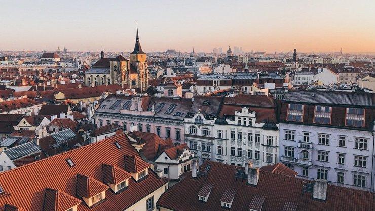 Vypadalo to hrozivě, ale zemětřesení se nekoná! Pražský realitní trh obnovil status quo