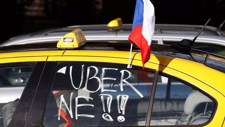 Taxikáři kvůli Uberu vydírají Prahu! Věřím v zásah policie, říká odhodlaná primátorka Krnáčová