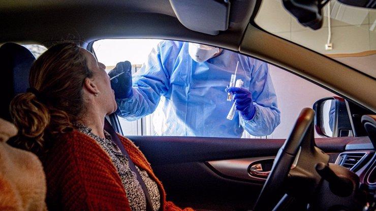 Už 33 milionů Britů se nakazilo koronavirem, domnívají se vědci. Co by to pro zemi znamenalo?