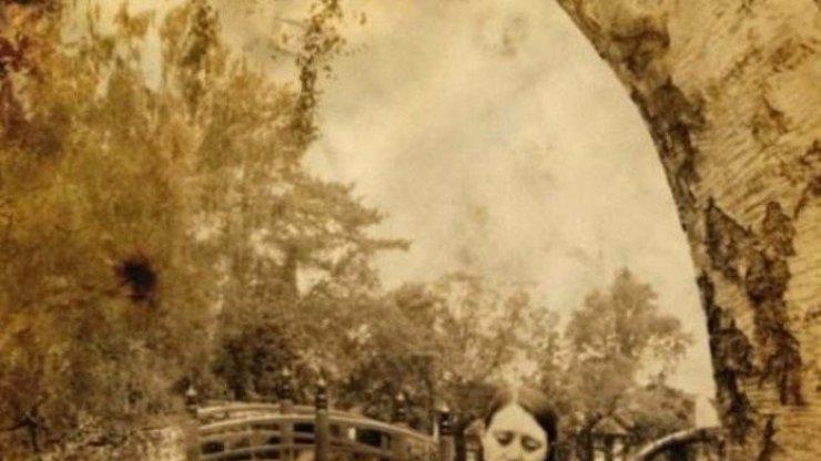 NEJTĚŽŠÍ HÁDANKA! Najdete na tomto obraze DRUHOU ŽENU? 1 člověk ze 100 ji uvidí!