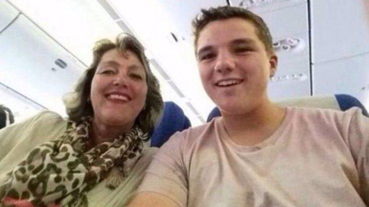 Poslední selfie z malajsijského letadla: Patnáctiletý Gary a jeho matka se těšili na dovolenou v Asii