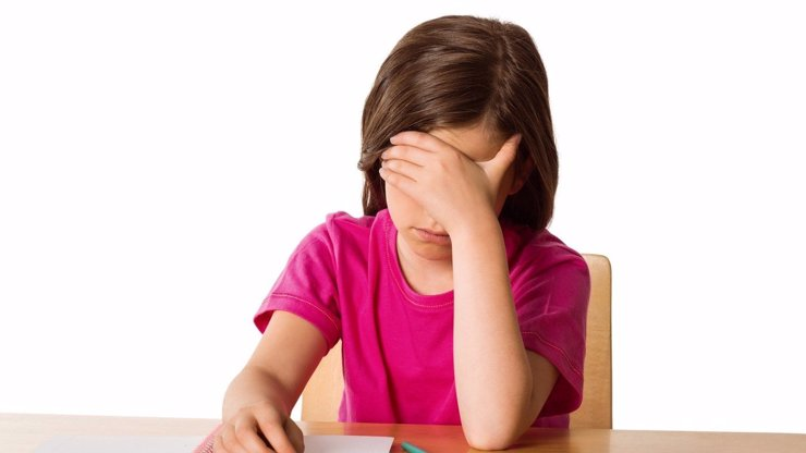 Rodiče zuří kvůli nedostupnosti školních pomůcek a bačkůrek: K zešílení, nadávají
