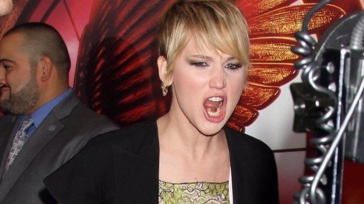 Oscarová hvězda Jennifer Lawrence se neudržela a spustila na veřejnosti hysterák hodný Vladka